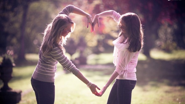 Friends-Wallpaper-download-full-hd-girls-heart
